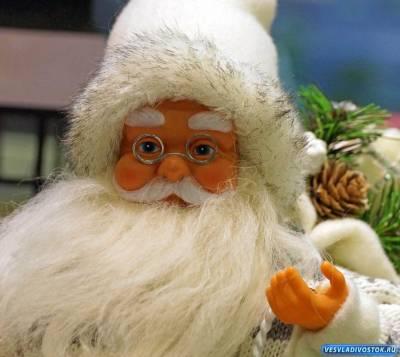 Чем Санта Клаус занимается осенью?