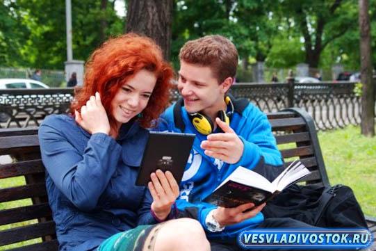 Всё больше любителей почитать в дороге, отдают предпочтение электронным книгам