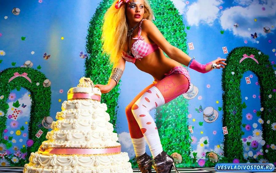 Почему выгодно заказывать торты с доставкой