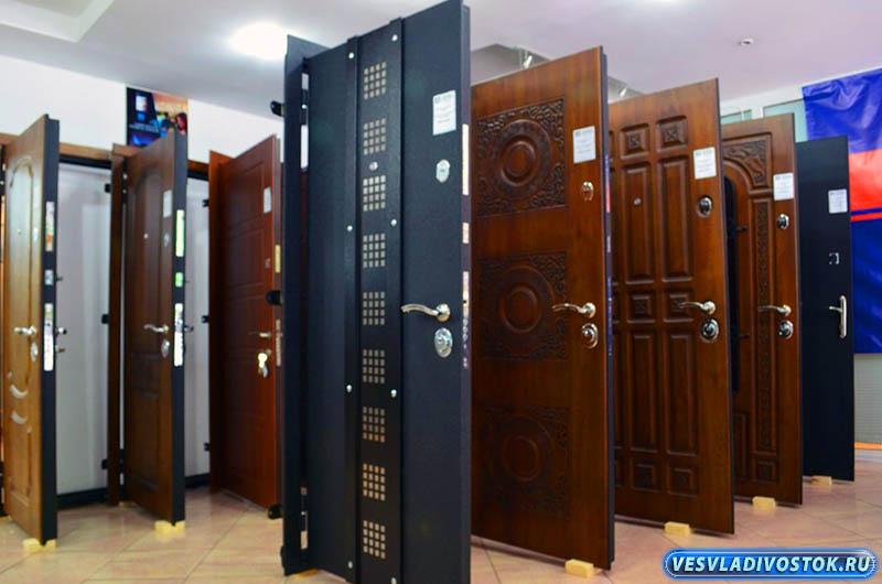 Подготовительные работы и установка металлических входных дверей