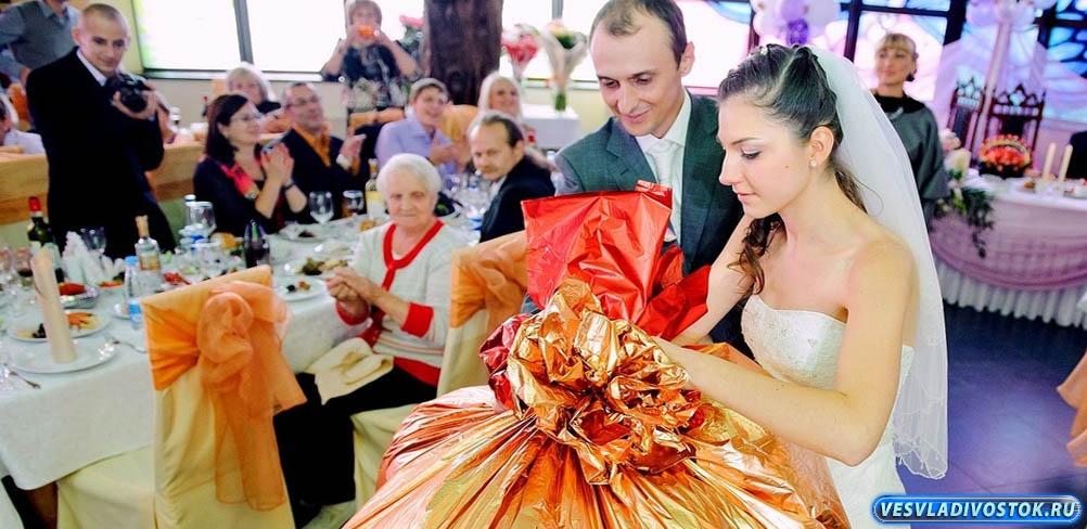 Подарки в поздравлениях для жениха и невесты 857