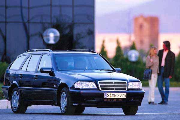 Автомобиль Mercedes-Benz C 230 T…