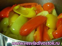 Стерилизованный салат из перца с луком