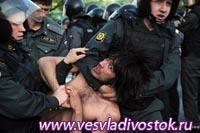 Полицейские заработали на митингах оппозиции более 300 миллионов рублей